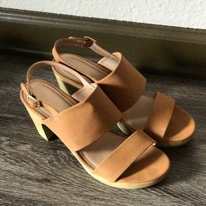 Old Navy Tan Sandals Size 9