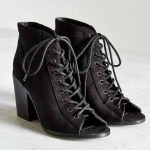 NWOT UO lace up bootie