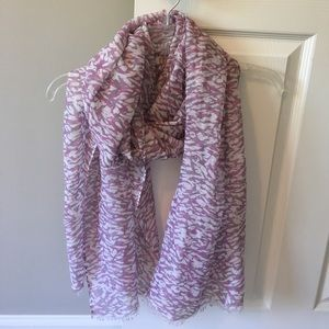 Banana Republic purple and gray light scarf