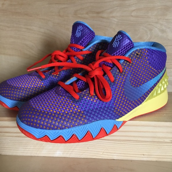 Nike Shoes | Kyrie 1 Saturdays Size 7