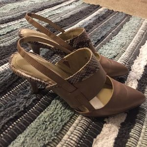 Ellen Tracy two tone heel