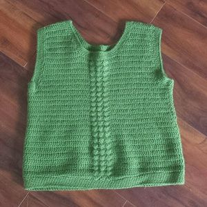 Sweaters - Knitted sleeveless