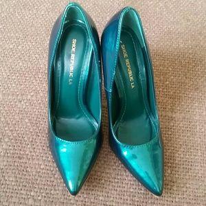 Shoe Republic LA green metalic heels