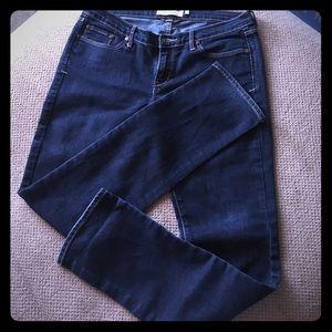 A&F Dark Denim Jeans! Size 6 Short
