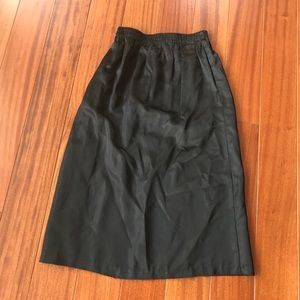 Vintage satin skirt w Pockets