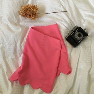 Pink high waisted, scallop hemmed shorts