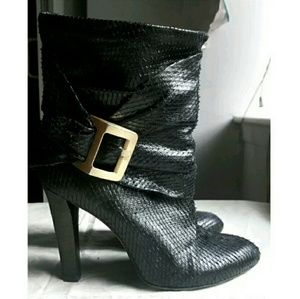 BCBG MAX AZRIA Black Snakeskin Ankle Boots sz 6.5B