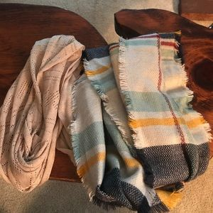 Accessories - EUC pair of 2 infinity scarves