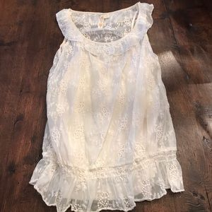 A diva size medium cream lace top