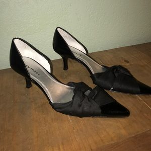 Black pointy toe kitten heels by Ellen Tracy