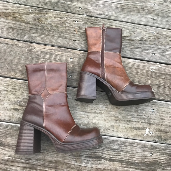 cb26a95996b lei Shoes - Throwback 70s Inspired Vintage Chunky Heel Boots