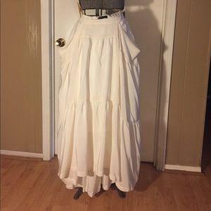BCBG 100% silk off-white skirt with pockets