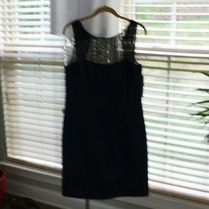 Beautiful, stylish Kay Unger metallic dress