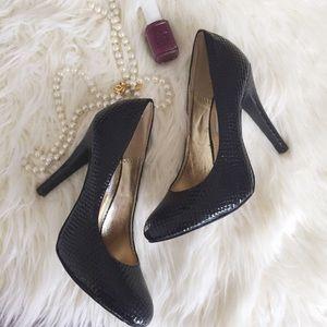 Steve Madden black leather textured heels