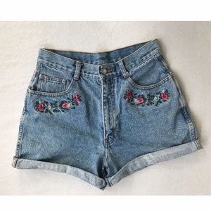 Vintage High Waisted Embroidered Denim Shorts sz 8