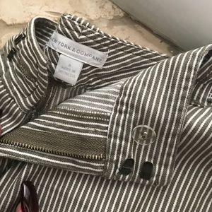 New York and Co striped shorts. Size 8