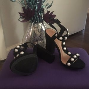 Black Faux Pearl T-Strap Chunky Heels Size 6.5