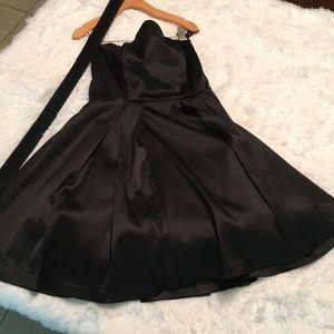 White House Black Market Sz 4 Strapless Dress