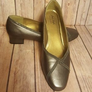Hush Puppies Soft Style pewter dress pump size 12