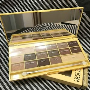 🌷Revolution London Chocolate Eyeshadow Palette