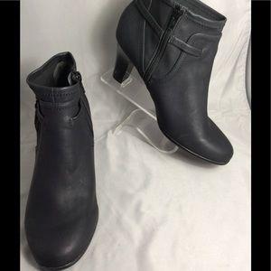 Aerosoles Heelrest new black booties 7.5m
