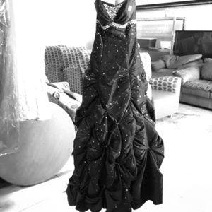 Dresses & Skirts - Maggie Sottero Flirt Gown