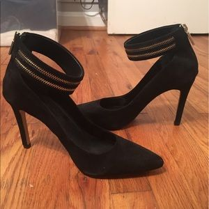 Brand New Banana Republic Suede Heels