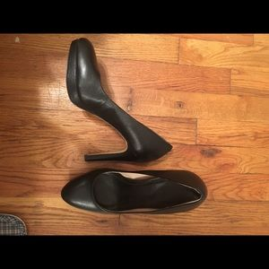 Banana Republic Classic Black Pumps