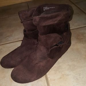 Super Cute Short Brown Boots