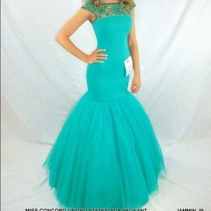 Prom and pageant gown