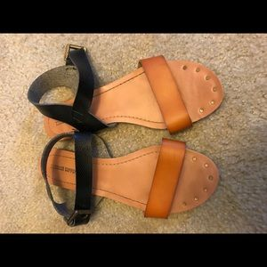 Mossimo tan and black sandals