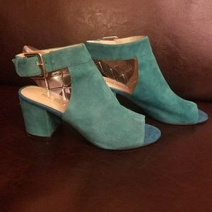 Nine West Turquoise Suede Peep Toe Shoetie!
