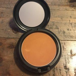 MAC Prolongwear Powder in Dark Tan ✨