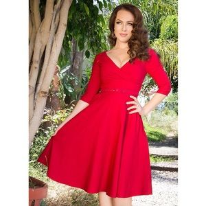 Erin Swing Dress in Three-Quarter Sleeves in Red