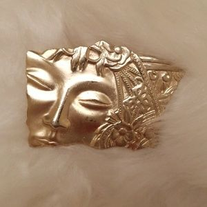 Jewelry - Vintage face pin