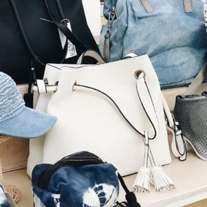 👜 Street Level Bags White Faux Leather Tote