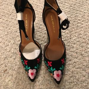 Black velvet embroidered 3 1/2 heel  7.5sz