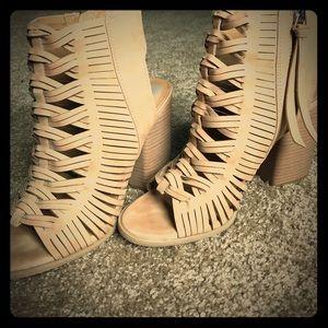 Dolce Vita Chunky Heel Booties Size 10