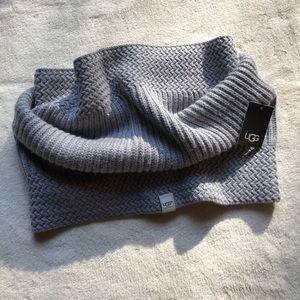 e77c7eb202134 UGG Accessories - UGG Nyla Textures Snood Metallic Gray