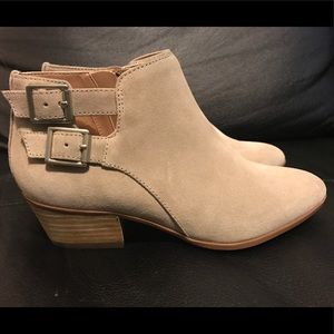 Clarks Bootie Real Suede Super Comfortable!!