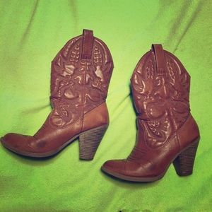 Heeled cowboy boots!