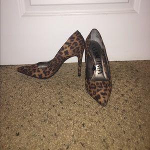 Leopard pointed toe heels