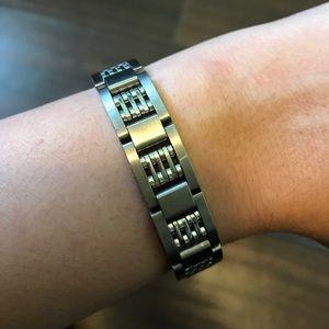 • Titanium bracelet •