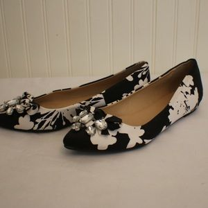 Brand new!! Chinese laundry flats
