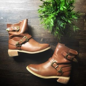 Mid ankle buckle tan brown faux leather boot 8
