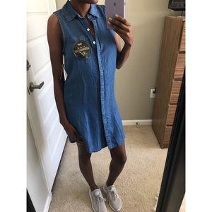 • YMI Chambray Sleeveless Button Up Dress •
