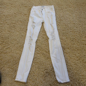 Frame Denim Distressed White Le Skinny deJeanne 25