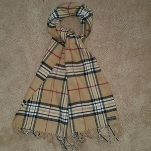 Accessories - Burberry scarf