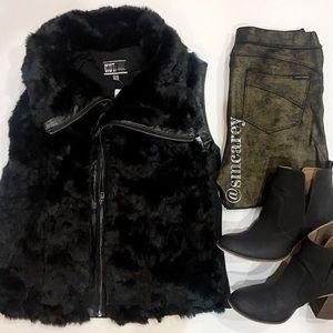 🆕⚜️KUT from the Kloth Black Faux Fur Vest