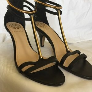 VINCE CAMUTO T-Strapy